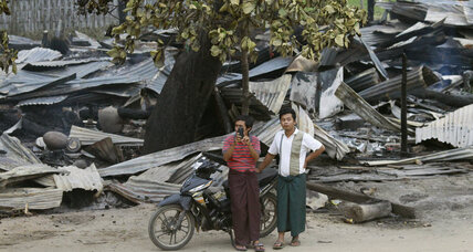 Buddhist mob torches more Muslim homes in Myanmar