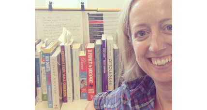 Readers put their books online via 'bookshelfies'