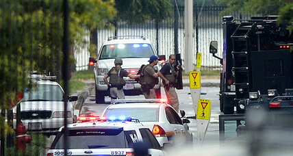 Navy Yard shooting: Gunmen killed 12 people, 2 armed men sought