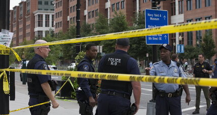 13 people killed in Washington Navy Yard shooting
