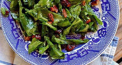 Lemony arugula salad with candied pecans