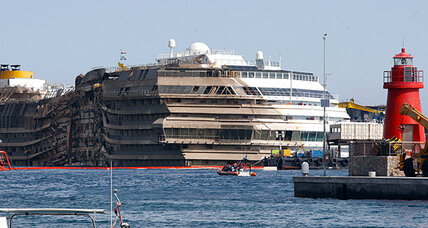 With Costa Concordia righted, most of Italy moves on (+video)
