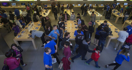 Smart phone sales soar: Apple iPhone tops 9 million in opening weekend (+video)