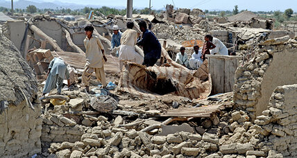 Biggest earthquake in Pakistan since 2005 kills 327 (+video)