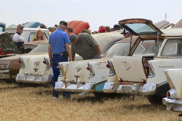 Lambrecht Chevrolet Auction Draws Thousands To Nebraska - Nebraska chevrolet dealers