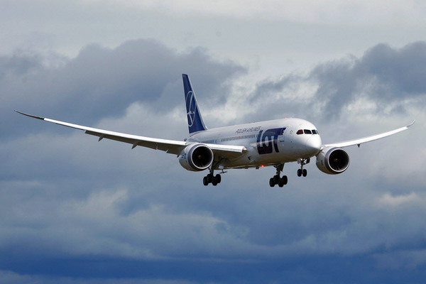 problems continue with boeing 787 dreamliner Why the 787 dreamliner's windows are so big  but boeing's newest plane, the 787 dreamliner, has windows that are actually pretty big  advertisement - continue reading below.