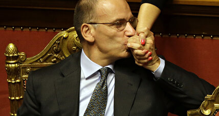 Silvio Berlusconi eclipsed as Italy's PM survives key vote (+video)