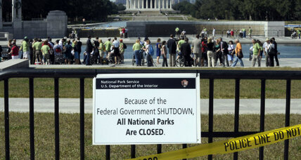 Defying government shutdown, national park visitors play 'catch me if you can'