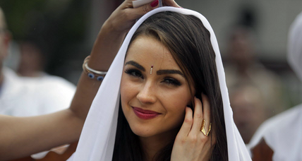 Taj Mahal photo lands Miss Universe in hot water