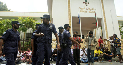 Maldives in political chaos, as police block presidential revote