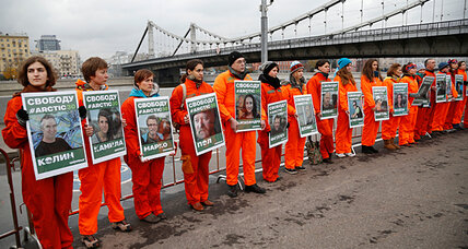 Not 'pirates,' but 'hooligans': Russia reduces charges against Greenpeace crew (+video)