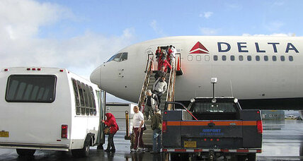 Delta passengers leave Alaska following emergency landing