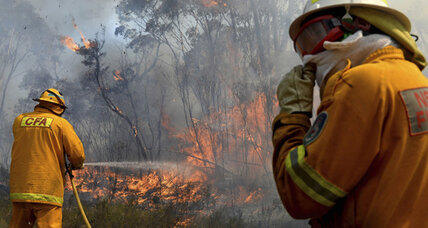 Communities pitch in as fires threaten Sydney's outskirts (+video)