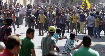 Egyptian riot police battle protesters in Cairo