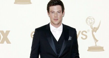 Lea Michele, Amber Riley perform during a 'Glee' tribute to Cory Monteith