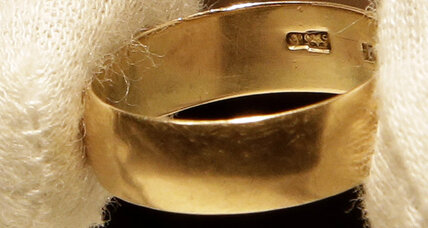 Marina Oswald sells wedding ring, powerful symbol of JFK assassination