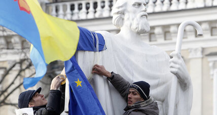 Ukrainian police crack down on pro-EU protesters
