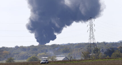 Texas pipeline explosion: Town evacuated, no injuries