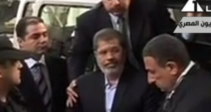 Former Egypt President Morsi's trial opens; 'This is illegitimate,' he says. (+video)