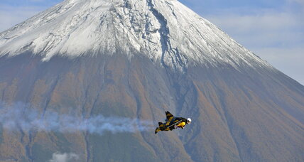 'Jetman' tours Mt. Fuji with a jetpack