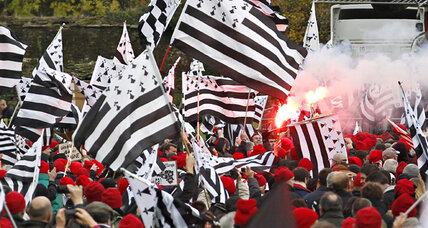 Why Brittany's 'red caps' are a red alert for France's Hollande