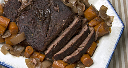Slow cooker pot roast with carrots