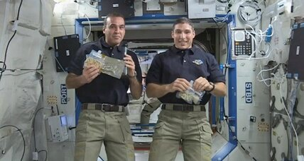 Christmas Day spacewalk? Astronauts will go outside to fix space station. (+video)