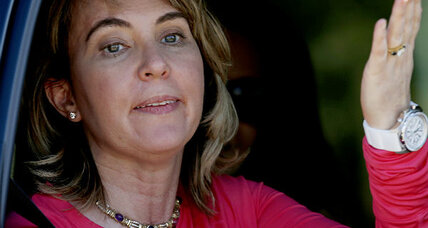 Gabrielle Giffords: How did she mark shooting anniversary? With a dive. (+video)