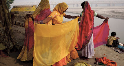 The sisterhood of saris