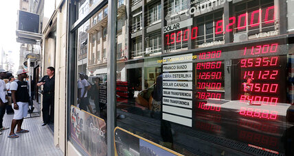 As Argentina's currency plunges, echoes of past financial crises (+video)