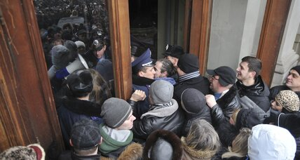 In Ukraine, stakes rise sharply as unrest spreads