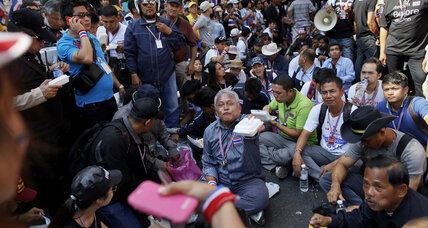 US expats advised to hoard food as protesters besiege Bangkok (+video)