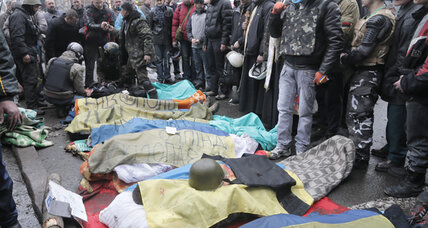 Ukraine protesters dig in after a deadly morning in Kiev (+video)