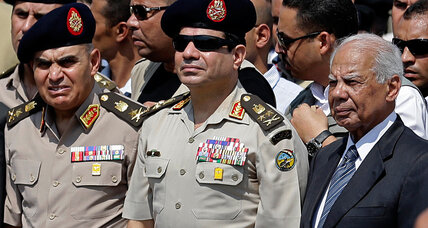 Egypt's cabinet resigns, ducking growing anger over economic hardship (+video)