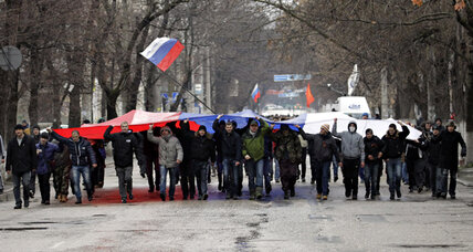 Crimea sets date for autonomy vote amid gunmen, anti-Kiev protests