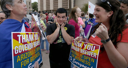 Was vetoed Arizona bill misrepresented? What constitutional scholars say. (+video)