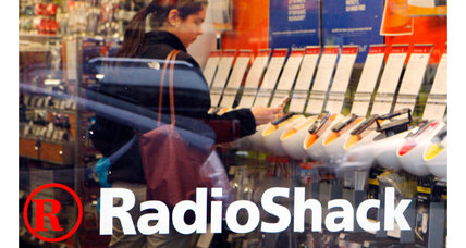 Amid sales losses, RadioShack to close 1100 stores