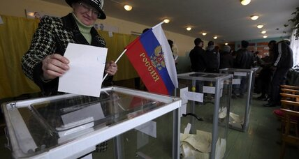 Beneath Russian flags, Crimeans vote on a return to their 'homeland'  (+video)