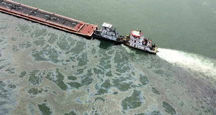 Galveston oil spill backs up Gulf of Mexico traffic