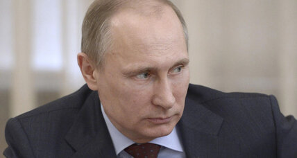 Putin's tough stance burnishes his image (+video)