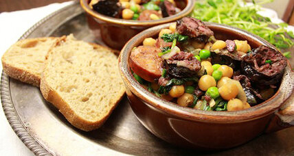 Chickpeas with blood sausage