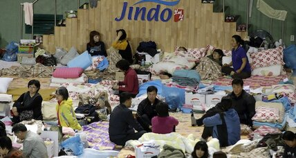 Volunteers find scenes of hope, despair at S. Korea ferry site