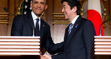 In Tokyo, Obama plays up solidarity with Japan
