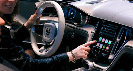 Apple seizes the steering wheel with CarPlay (+video)