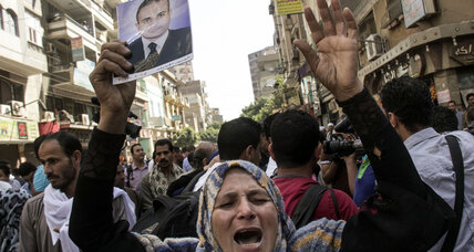 Egyptian court sentences nearly 700 alleged Morsi supporters to death