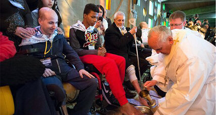 Maundy Thursday: Church must be open to sick and homeless, says pope
