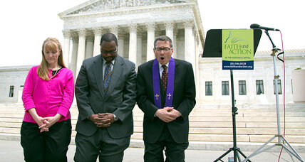 Supreme Court: Constitution allows for public prayer at town meetings (+video)