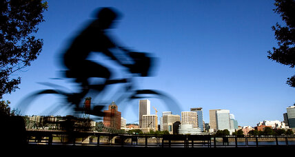 More Americans bike to work, but cars still rule the commute