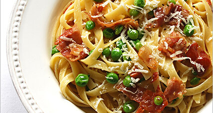 Quick and creamy: Pasta with peas, prosciutto, and Parmesan