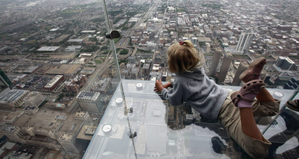 Willis Tower: Cracks appear on glass ledge